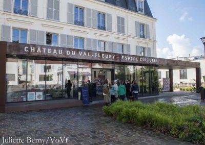 Parvis du château du Val Fleury